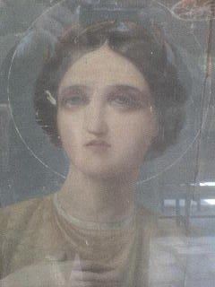"<div align=""left""> Ολόσωμη φορητή εικόνα της Αγίας Αικατερίνης στην τεχνοτροπία του Καραντάνη που μοιάζει σαν αρχαία θεά Άρτεμη </div>"