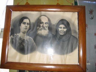 Η οικογένεια του Παναγιώτη Καραντάνη, η σύζυγος και η κόρη του Ζηνοβία