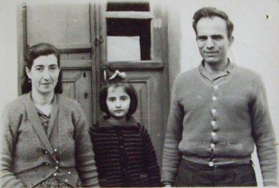"""<div ALIGN=""""justify""""> Η οικογένεια μου: Η μητέρα μου Κλεάνθη Καλδέλληκαι ο πατέραςμου Μιχάλης Βερβέρης.  </div>"""
